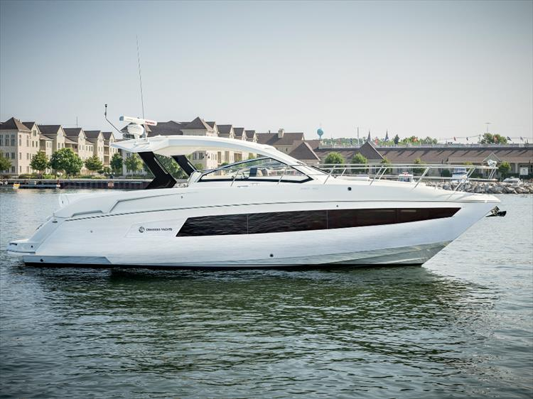 Photo 2 of 27 - 2018 Cruisers Yachts 390 Express for sale