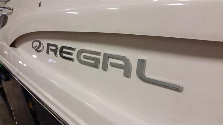 Photo 6 of 49 - 2016 Regal 30 Express for sale