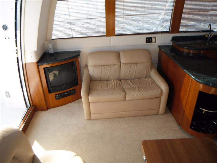 Photo 67 of 124 - 2000 Carver 530 Voyager for sale
