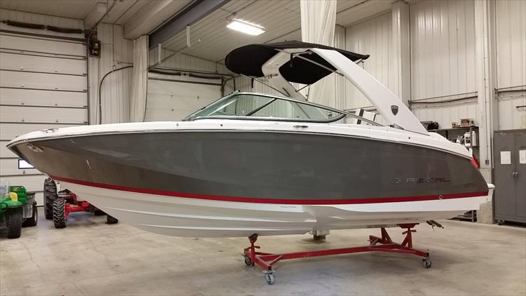 Photo 29 of 30 - 2018 Regal 22 Fasdeck for sale