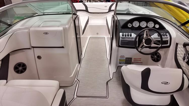 Photo 11 of 30 - 2018 Regal 22 Fasdeck for sale