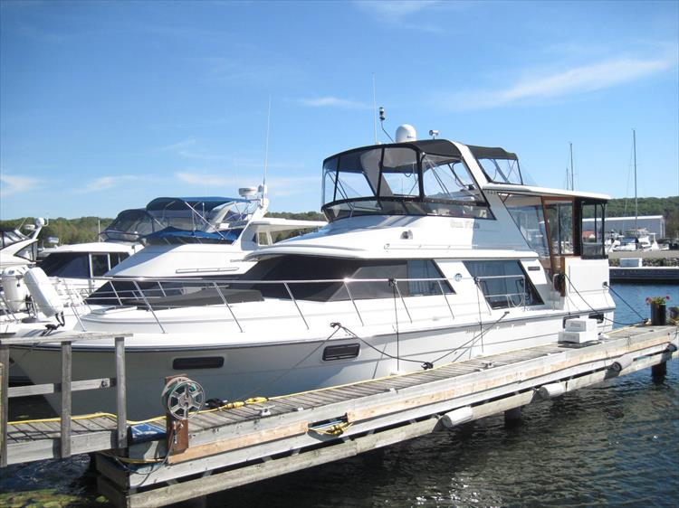 Photo 1 of 54 - 1988 Carver 4207 Aft Cabin Motor yacht for sale
