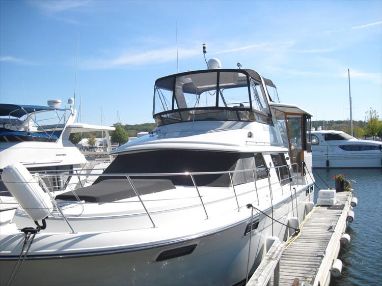Photo 2 of 54 - 1988 Carver 4207 Aft Cabin Motor yacht for sale