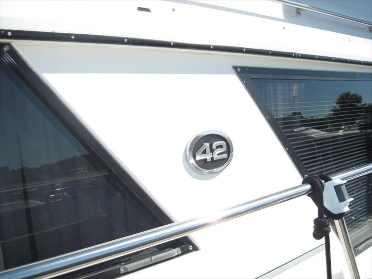 Photo 5 of 54 - 1988 Carver 4207 Aft Cabin Motor yacht for sale