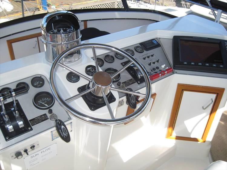 Photo 9 of 54 - 1988 Carver 4207 Aft Cabin Motor yacht for sale