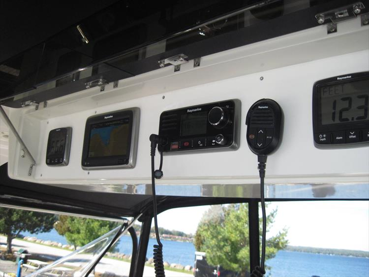 Photo 15 of 54 - 1988 Carver 4207 Aft Cabin Motor yacht for sale
