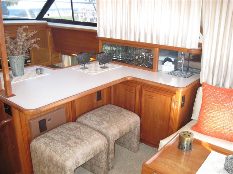 Photo 25 of 54 - 1988 Carver 4207 Aft Cabin Motor yacht for sale