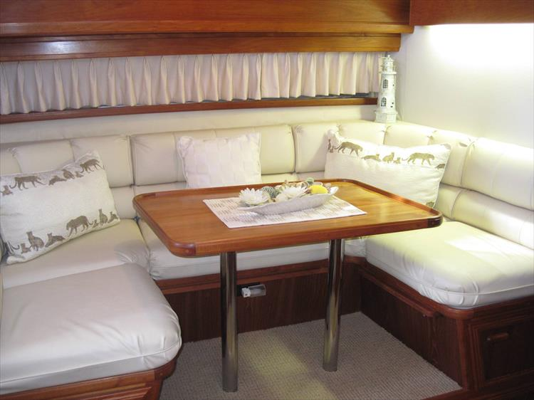 Photo 34 of 54 - 1988 Carver 4207 Aft Cabin Motor yacht for sale