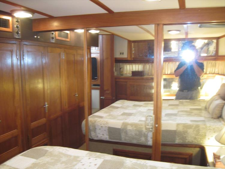 Photo 45 of 54 - 1988 Carver 4207 Aft Cabin Motor yacht for sale