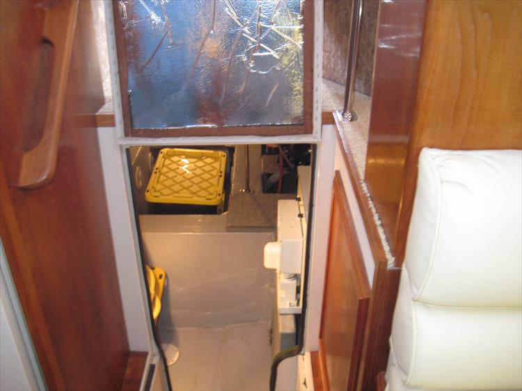 Photo 49 of 54 - 1988 Carver 4207 Aft Cabin Motor yacht for sale