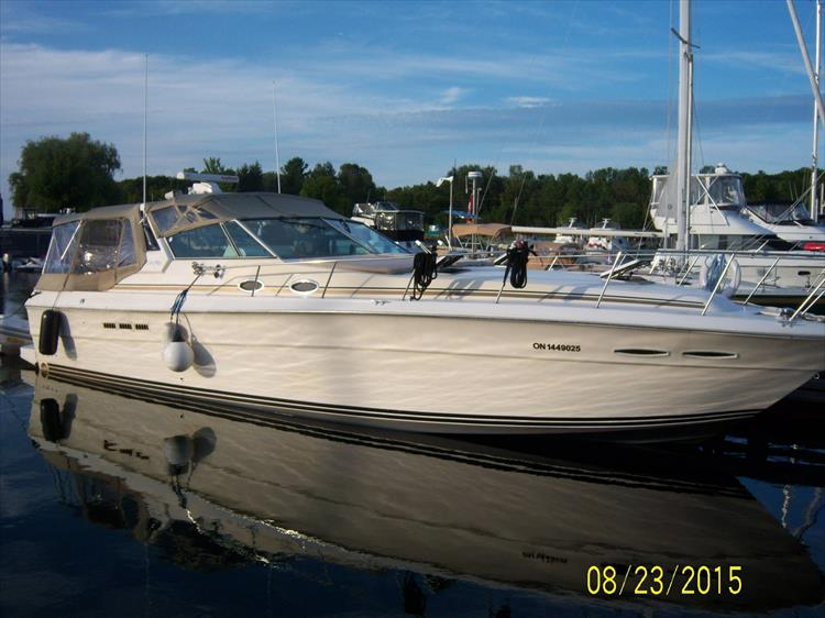 Photo 1 of 52 - 1985 Sea Ray 390 Express for sale
