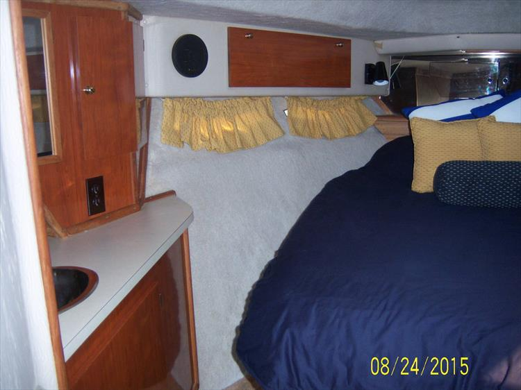 Photo 39 of 52 - 1985 Sea Ray 390 Express for sale