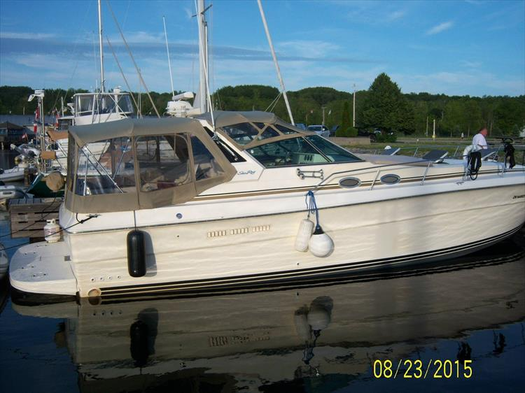 Photo 4 of 52 - 1985 Sea Ray 390 Express for sale