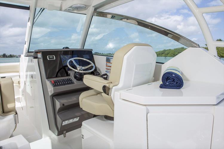 Photo 19 of 34 - 2017 Pursuit DC295 Dual Console for sale
