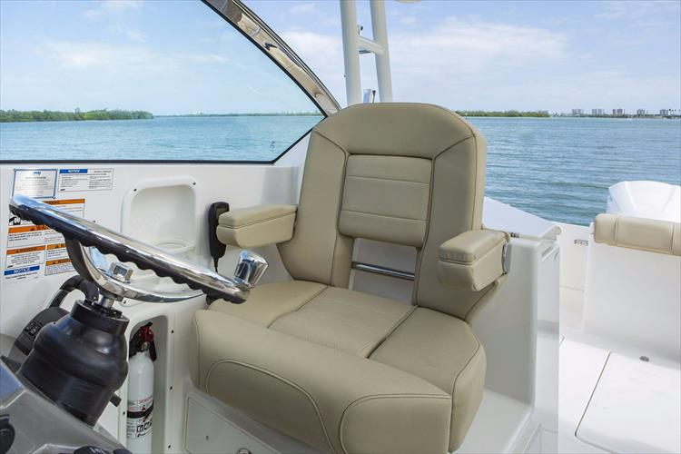 Photo 21 of 34 - 2017 Pursuit DC295 Dual Console for sale