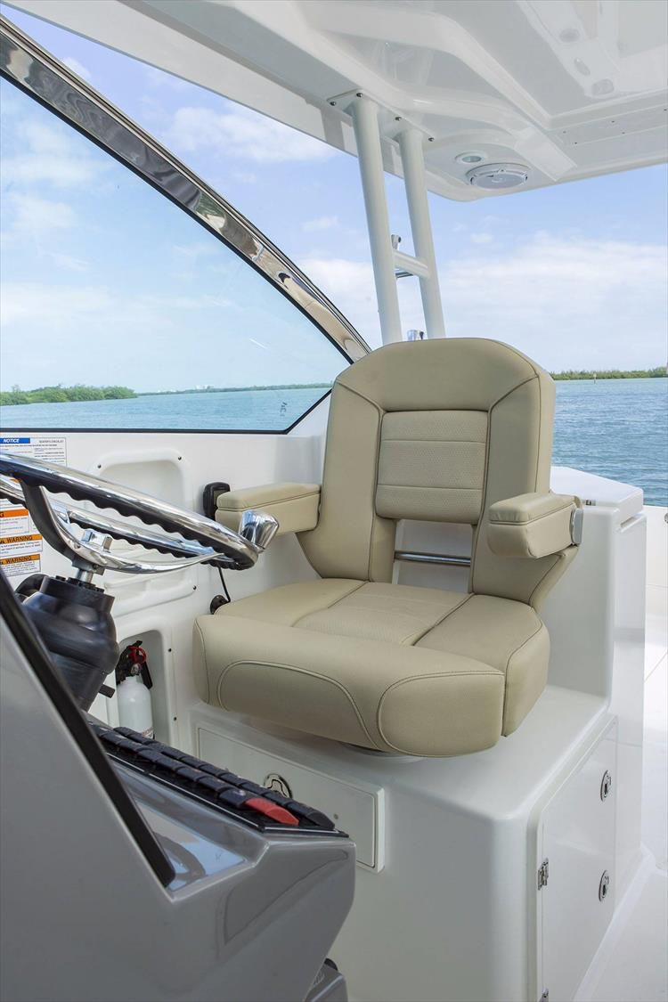 Photo 22 of 34 - 2017 Pursuit DC295 Dual Console for sale