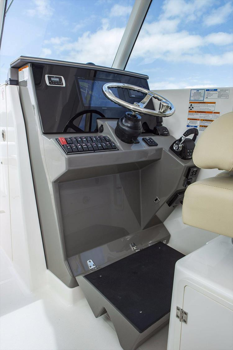 Photo 23 of 34 - 2017 Pursuit DC295 Dual Console for sale